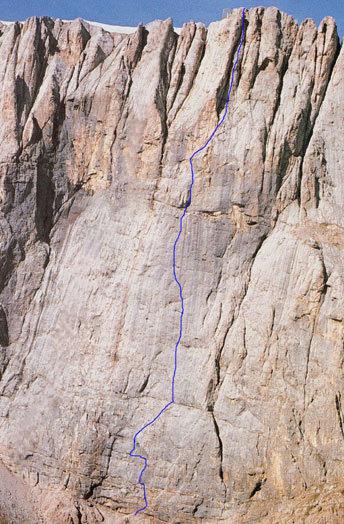 """la parete della Marmolada, la linea blu segna la via """"Attraverso il Pesce"""""""